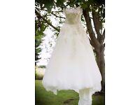 Beautiful Justin Alexander wedding dress (Style 8726) Size 10.