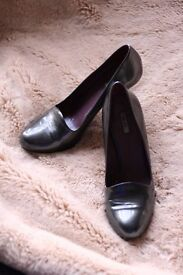 miumiu dark grey patent heel size 38