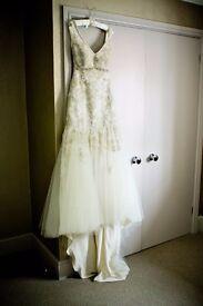 Beautiful professionally handmade wedding dress in Pronovias, J'Anton style - size 10-12