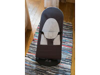 Baby Björn bouncer chair with wooden toy bar - Dark Gray/Gray Cotton - excellent condition