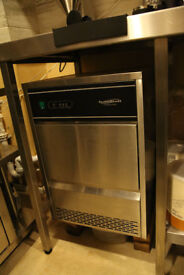 COMMERCIAL ICE MACHINE - COMBI STEEL - HEAVY DUTY - ENTIRE COFFEE SHOP CONTENTS SALE