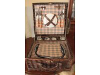 Luxury Picnic Basket for 4 with Burberry Style Lining