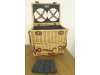 Large wicker luxury picnic hamper - new Todhunter 4 Person , RRP £90, unused