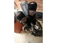 FULL SET OF MIXED CLUBS AND BAG