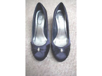 Debenhams' debut navy, jewelled, silky, heeled shoe for party, wedding, MOTB, etc.Size 6/39. £5 ovno
