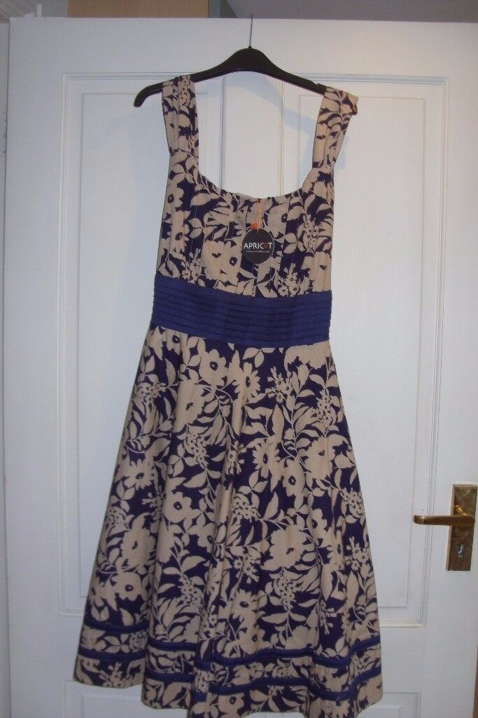 LADIES DRESS SIZE M NEW WITH TAGS FROM APRICOT