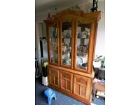 Display cabinet/dresser in good condition