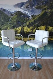 PAIR OF BREAKFAST BAR PADDED LEATHER WHITE STOOLS TALL CHAIRS