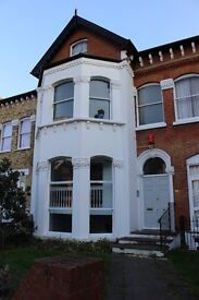 Fully furnished good sized double bedroom mezzanine flat in Streatham Hill for single or couple