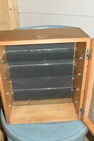 Small Wooden display cabinet / Collectables / Jewellery £10