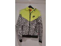 Nike showerproof jacket size medium from performance range