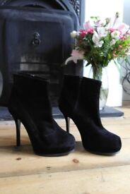 Schuh Shoe Boots - Suede style Black Fashionable & Chic
