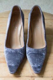 Vintage Lilac Purple Velvet Gucci stiletto heels size 5