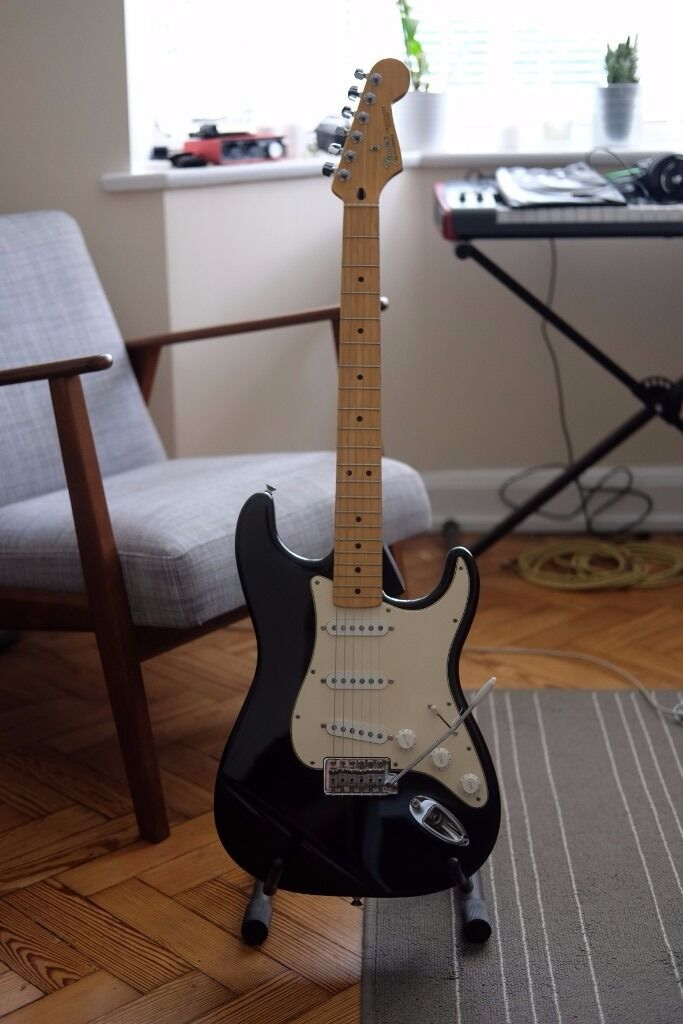 60a58c0c71 Fender Stratocaster AND Gator Deluxe Style hard case, both in excellent  condition! East Finchley, London ...