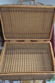 Wicker basket - lovely retro vintage (picnic?) basket in good condition