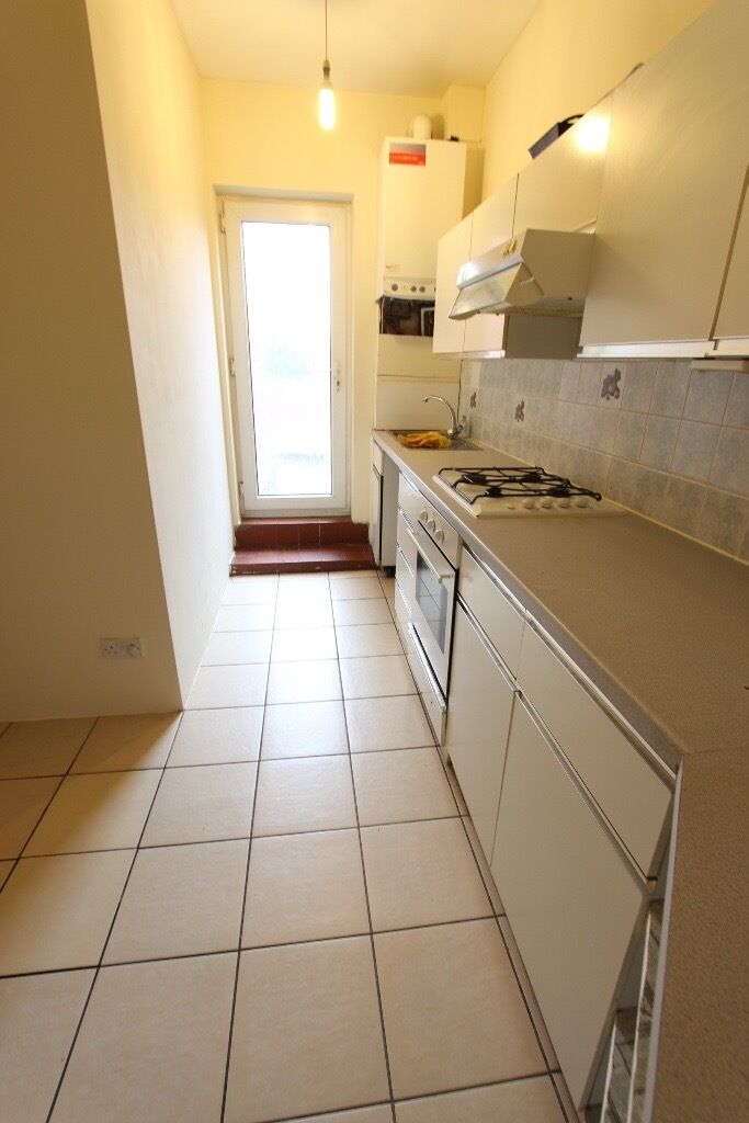 Southgate, Oakwood, Cockfosters. 2 Double Bed FLAT. Avail TODAY. ROOF TERRACE. EXCELLENT LOCATION