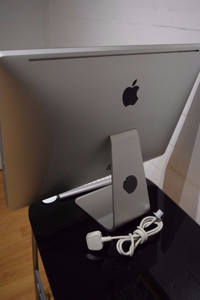 """iMac 27"""" i7 QuadcoreATI Radeon 5750 1GB8GB RamMouseKeyboardin Chelsea, LondonGumtree - For sale this amazing machine in excellent condition. This is a powerful iMac boosting an Intel i7 processor, capable of handling any task with ease. THis is a 2.93GHZ i7 Quad with turbo boost up 3.6GHZ. This comes with Apple Magic Mouse and Apple..."""