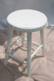 Shabby chic heart stool