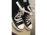 BLACK AND WHITE CONVERSE TRAINERS-SIZE 4