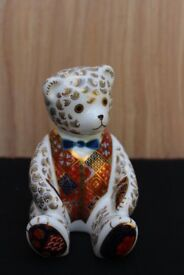 Royal Crown Derby Sitting Teddy Bear Paperweight Gold Stopper