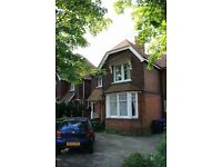 Woking. Double bedroom in character Victorian property close to station
