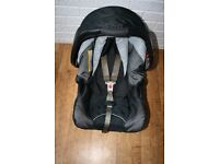 Black Graco Junior car seat from birth to 12 months **can post***