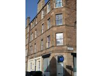 Sunny 2nd floor two bedroomed flat in Sciennes.