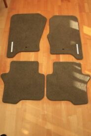 Genuine Land Rover Discovery 3 & 4 Premium Carpet Mat Set with Rubber Backing in Nutmeg