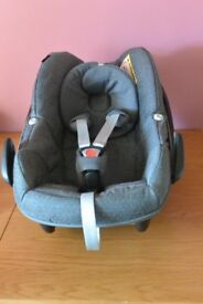 MAXI COSI PEBBLE CAR SEAT IN SPARKLING GREY WITH RAIN COVER