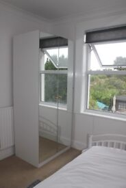 Clean, bright and airy room with nice outlook and ensuite, 5 minutes from Uni.