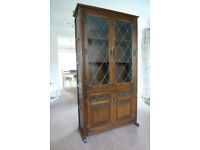 QUALITY WOOD'S 'OLD CHARM' DISPLAY CABINET/BOOKCASE IN LIGHT OAK - VG CONDITION