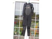 Billabong women wetsuit - size 10