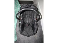 Babystyle Prestige CAR SEAT with adapters Black dots -can post