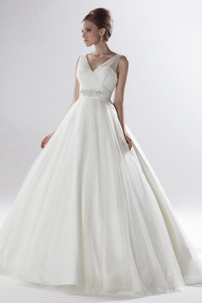Beautiful Ellis Bridal 11228 Tulle Ball Gown Wedding Dress Size 10