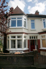 STUNNING 1 DOUBLE BEDROOM CONVERSION, ground floor of an attractive double fronted Edwardian house.