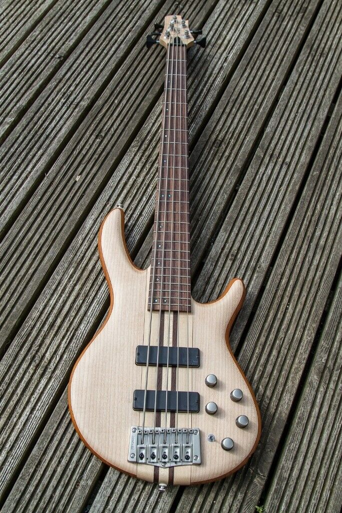 Cort Artisan A5 (OPN) Bass Guitar in as new condition.