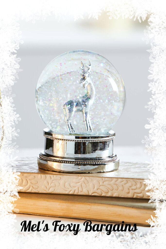 Stuuning Reindeer Snow Globe- Brand New