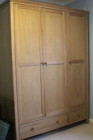 LOOK ! Solid Oak - 4 Piece Furniture Set - Great Condition