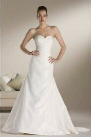 BRAND NEW SIZE 14 WEDDING DRESS AND ACCESSORIES FOR SALE