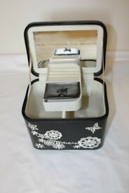 Excellent Condition, Leather Design Jewellery Black & White Box. REDUCED TO ONLY £15