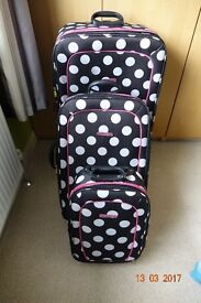 SET OF THREE DUNLOP SUITCASES