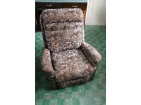 Reclining armchair, comfortable, in very good condition