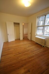Spacious 5.5 available immediately - NDG - VENDOME - Decarie