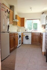 Beautiful 3 bedroom house available in Northfield- 7 minutes walk from tube station