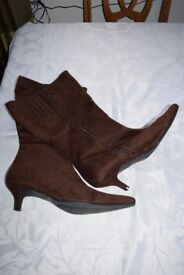 Ladies Evans Brown Suede Knee Length boots Size 10
