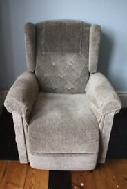 riser recliner in very good condition