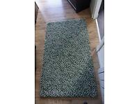 Green rug / divan in great condition