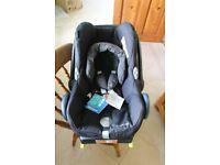 Maxi Cosi car seat and isofix cabriofix