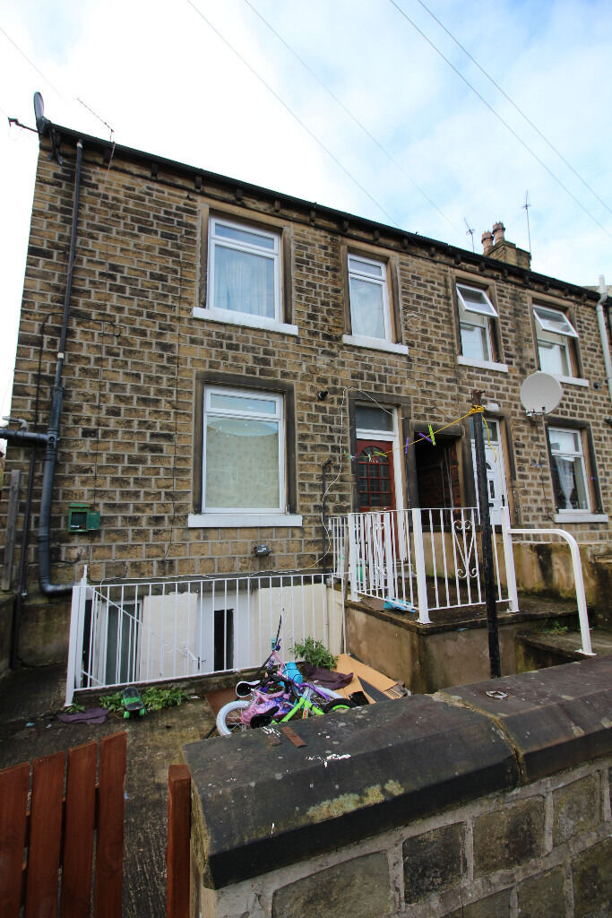End Terrace House - Reduced Rent - Dorset Street, Birkby, HD1
