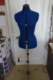 SMALL FEMALE ADJUSTABLE MANNEQUIN